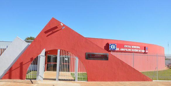 Construção da Escola Municipal Anapolino de Faria (em tempo integral), no bairro Calixtópolis (2011)