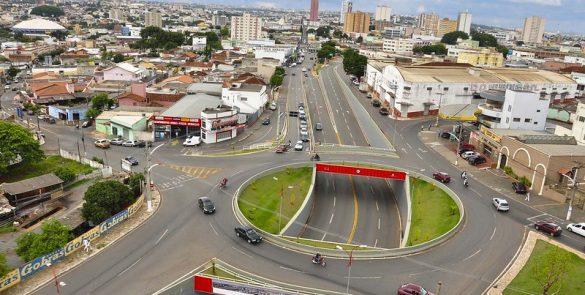 Construção do viaduto Wagner Feres Aidar, localizado entre as avenidas Universitária, Presidente Kennedy e Contorno (2011)