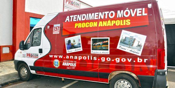 Criação do Procon Móvel, realizando atendimento itinerante nos bairros (2012)