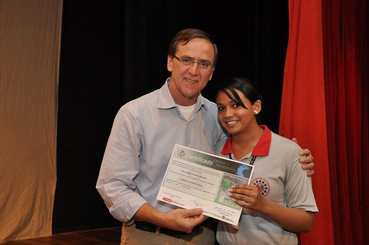 Entrega-de-certificados-na-formatura-do-programa-Cidadão-do-Futuro-Foto-Paulo-Giovanni-1 (1)