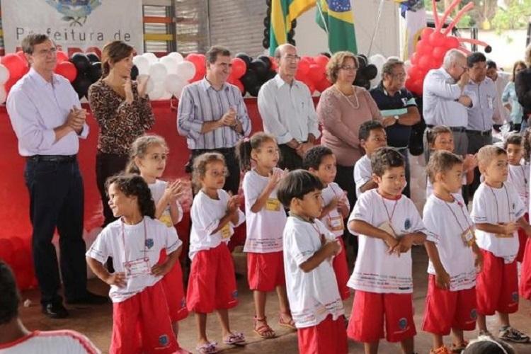 Entrega-material-escolar-e-uniforme-aos-alunos-da-rede-municipal-de-ensino-Reprodução-Prefeitura-de-Anápolis