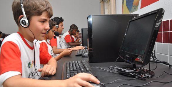 Implantação de 11 Telecentros Comunitários e cerca de 30 mil pessoas atendidas por ano